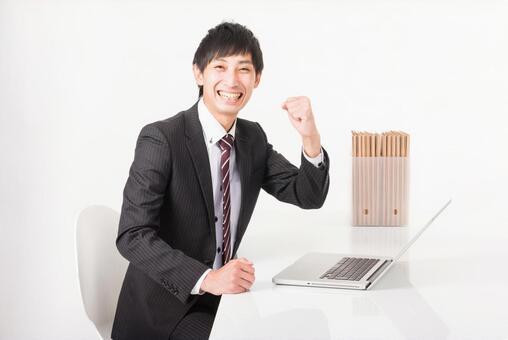 사무실에서 승리의 포즈를하는 비즈니스맨 2