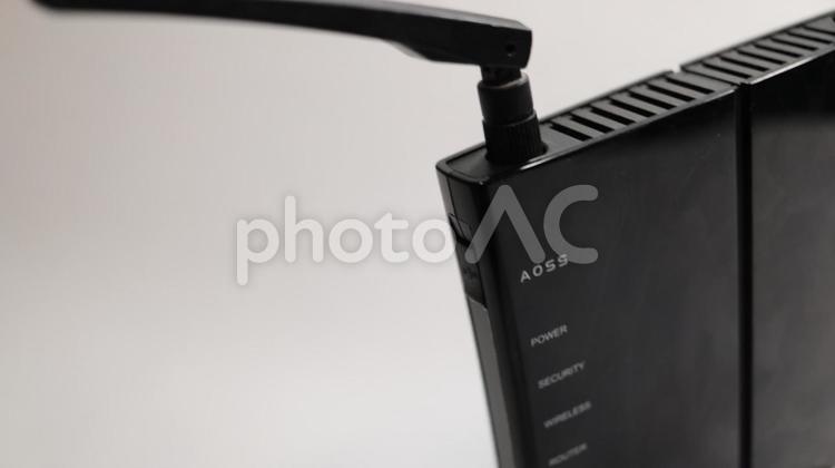 無線 LAN ルーター の親機 白バックの写真