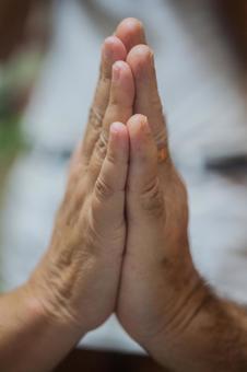 거듭 서로 노인의 손 3
