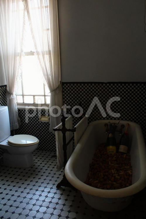 洋風のバスルームの写真