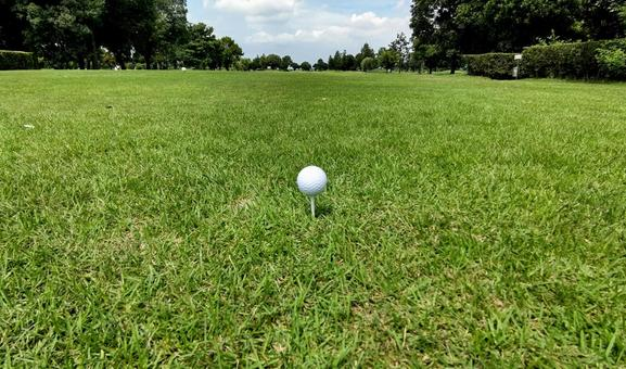 The first tee shot of tension on the golf course