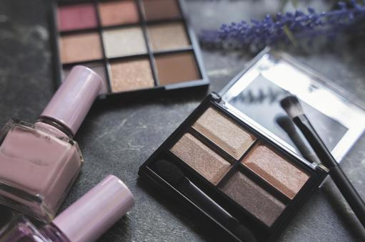 Eyeshadow palette and manicure