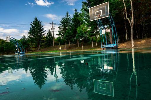 Basket goal after the rain (1) Search word / basketball creator name / YUTO @ PHOTOGRAPHER
