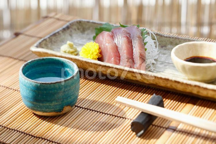 日本酒とお刺身5の写真
