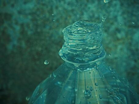 Water overflowing from PET bottles