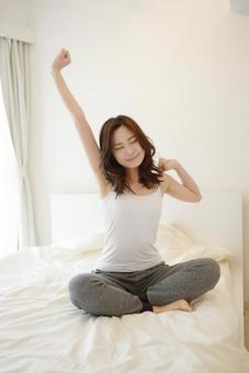 Female 2 clapping ager on a bed