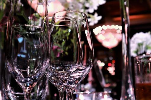 以新娘为灵感的餐桌酒杯酒会婚礼