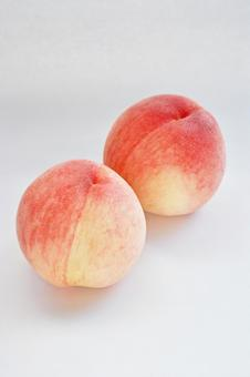 Delicious peaches from Tottori Kobe