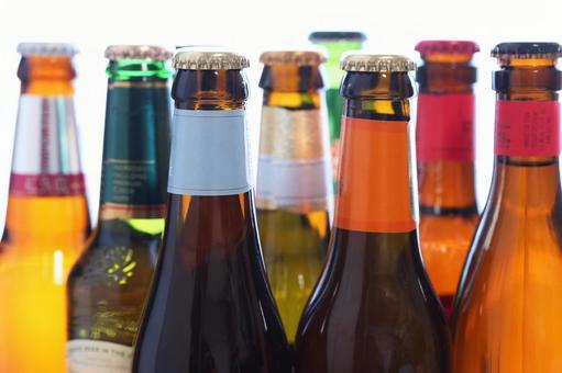 多彩啤酒瓶形像素材