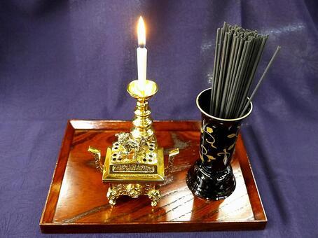 히가시 혼 간지의 촛대와 향