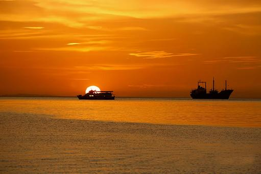 Sea sunset and ship 3 in Honolulu