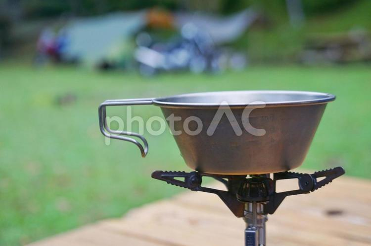 シェラカップとキャンプの写真