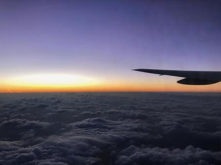 비행기에서 보이는 노을