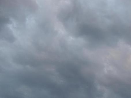 흐린 모양 당장 비가 내릴 것 같은 흐린 하늘