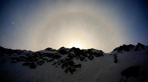 涸沢에서 보는 산의 달 후광 (후광), 밤의 무지개