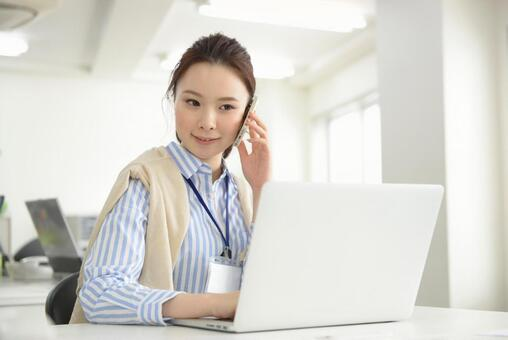 Career woman who calls with smartphone 12