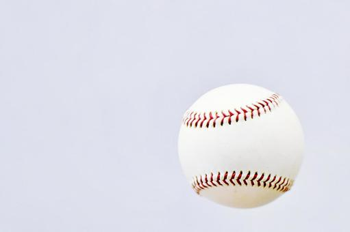 Soft and floating baseball ball watching, sports, watching sports, watching, events, attracting customers, attracting customers, excitement, ball games, athletes, exercise, games, battles, games, day games, training, effort, single-mindedness, youth