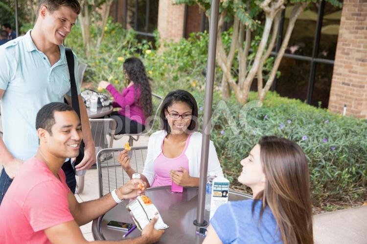 外国人大学生グループ112の写真