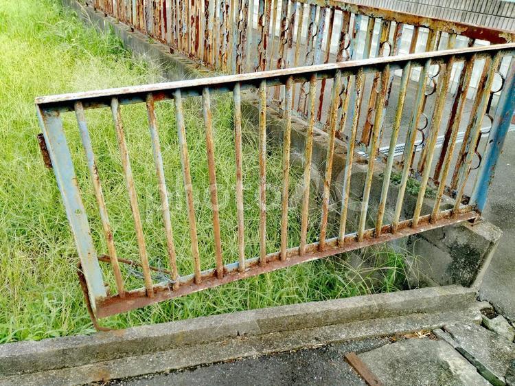 錆びた柵の写真