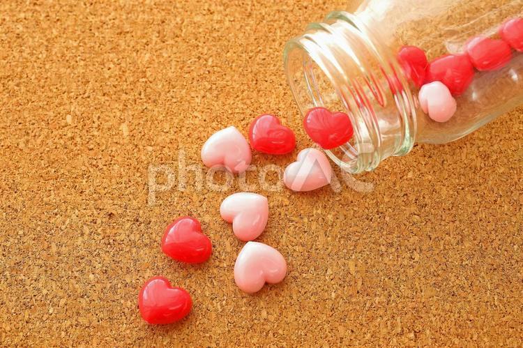ハート 元気の出るビタミン剤 イメージ素材の写真
