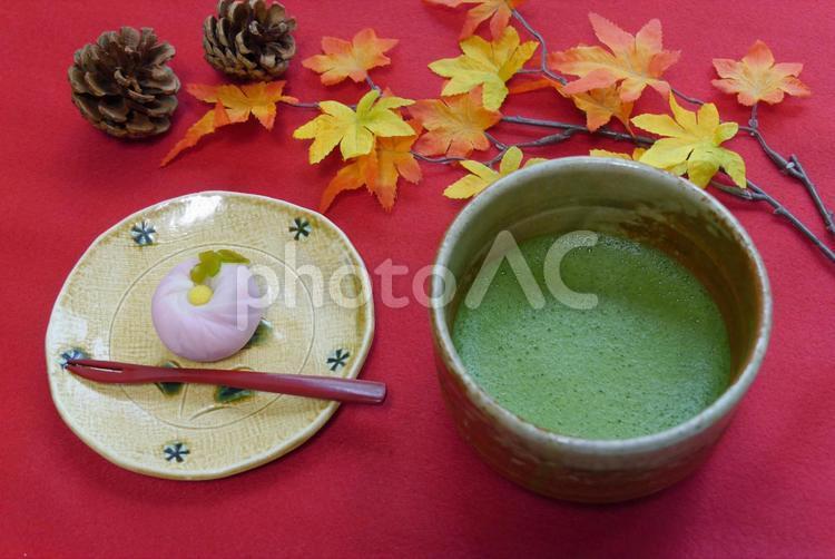 和菓子と抹茶の写真