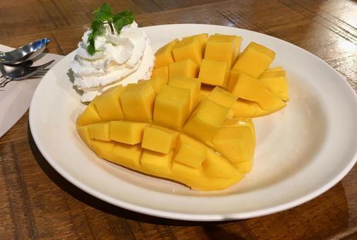 Cut mango and whipped cream