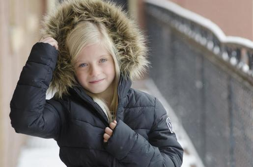 Foreign girls wearing coats Outdoor 10