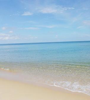 푸른 바다 하얀 모래 해변 아름다운 푸른 하늘 바다 모래 물가 태국 푸켓