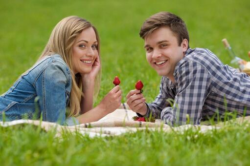 情侶6吃草莓說謊