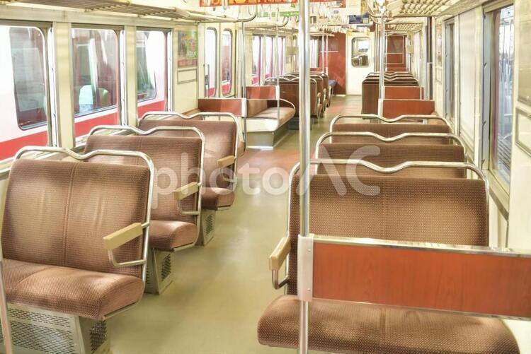 レトロな電車の座席の写真