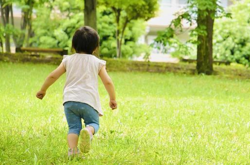 Image of Shiba Park where children run
