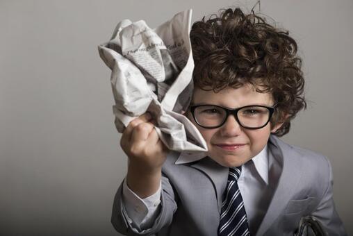 신문 무너지다 마는 아이 10