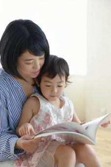 Mother and child reading 6