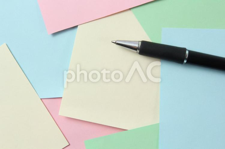 カラフルな付箋とボールペン4の写真