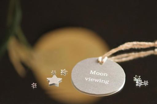 Message tag such as moon viewing (English) placed on the mirror
