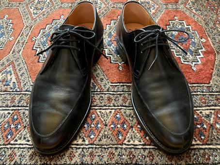 Image of black leather men's shoes