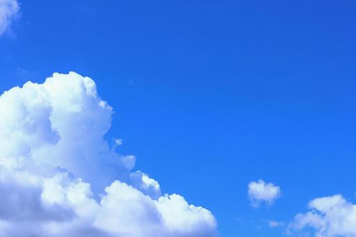 與多雲背景牆紙拷貝空間的夏天天空