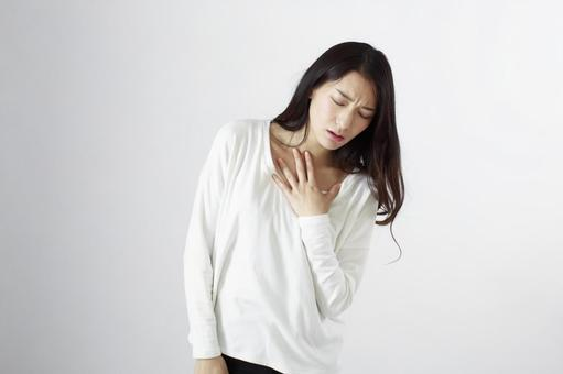Japanese women suffering from chest pain 2