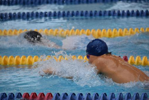 A player who exceeds his rival at breaststroke of an individual medley