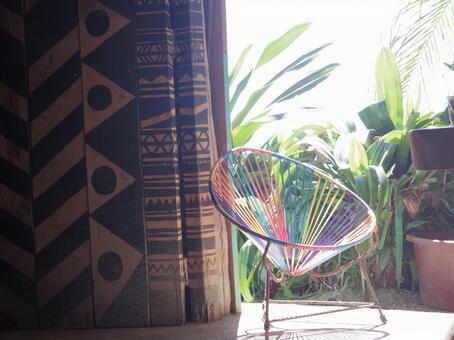 따뜻함에 휩싸인 의자