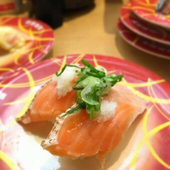 旋转寿司三文鱼