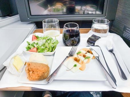 Image of international flight meals