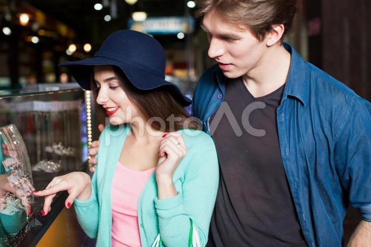 ショッピングする男女13の写真