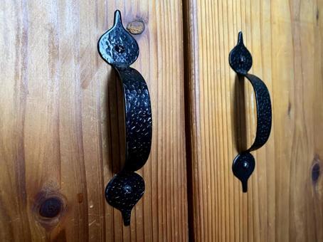 Antique-style handle 1