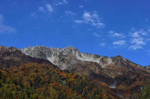 단풍 산과 숲 한계의 산
