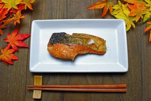 Salt-grilled salmon salmon