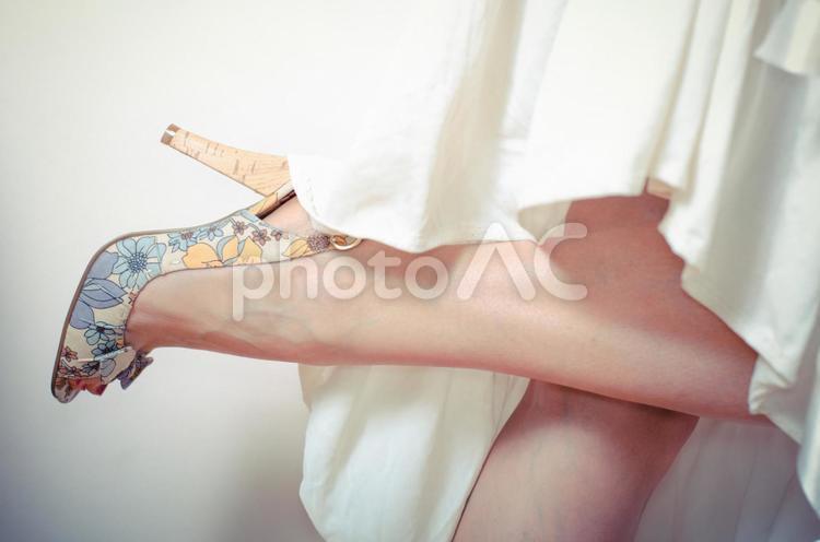 パンプスを履いた脚3の写真