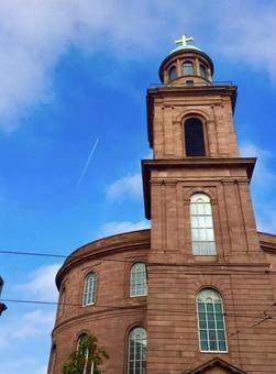 프랑크푸르트의 건물과 비행운