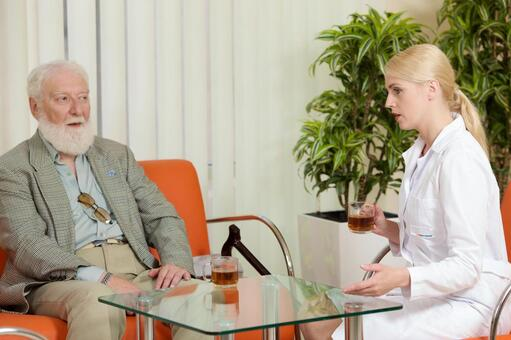 Foreigner old man who talks while drinking tea Male and female doctor 12