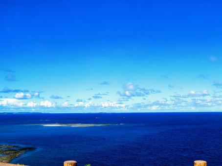 Okinawa Sea_Overview of the sky and sea from the observatory